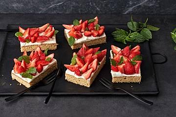 Erdbeer-Blechkuchen mit Cream Cheese Frosting