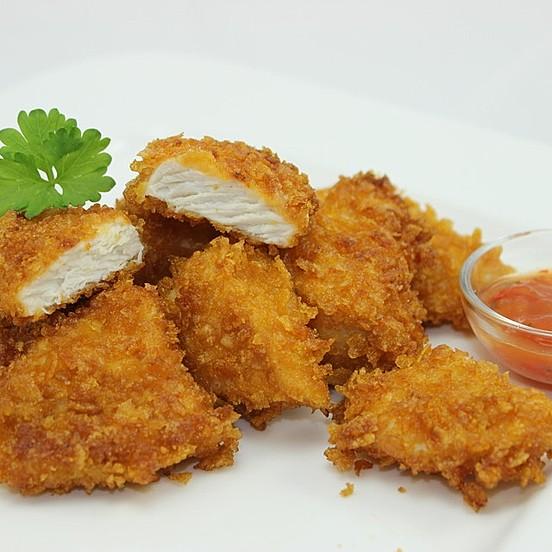 https://img.chefkoch-cdn.de/rezepte/3084171461052354/bilder/901693/crop-552x552/knusprige-chicken-nuggets-selber-machen.jpg
