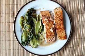 Chili-Lachs mit Pak Choi