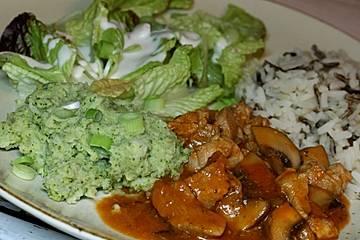Champignon-Hähnchengulasch mit Brokkoli- und Blumenkohlpüree
