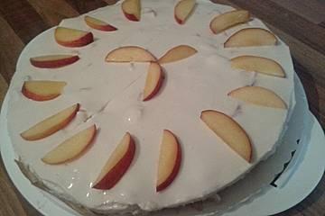 Erfrischend-sommerliche Pfirsich-Frischkäse-Torte