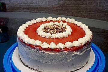 Urmelis Erdbeercreme-Torte mit Schoko-Eierlikör-Boden