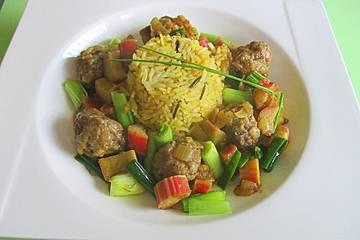 Rinderbällchen mit Rhabarber, Lauchzwiebeln und Safran-Reis