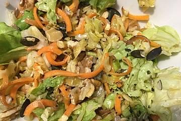 Salat mit Frühkraut und Karotten