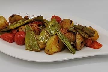 Kartoffel-Bohnen-Pfanne mit Tomaten