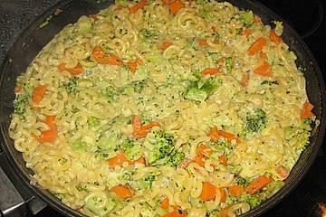 Brokkolinudeln mit Basilikum - Käse Sauce