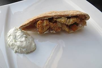 Gefüllte Pitataschen mit Tzatziki