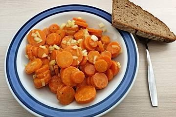 Karottensalat gekocht