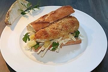 Burger mit Parmesan-Hähnchen und Sellerie-Ananas-Salat