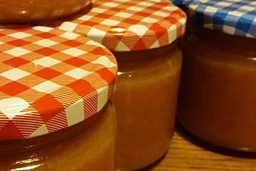 Aprikosenmarmelade-Variationen mit und ohne Chili