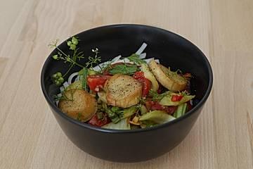 Pak Choi mit Kräuterseitlingen und Tomaten