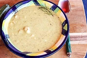 Zucchinisuppe mit Lachs