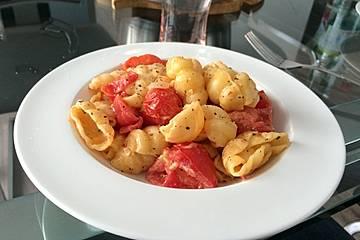 Nudeln mit Tomaten-Paprika-Sauce