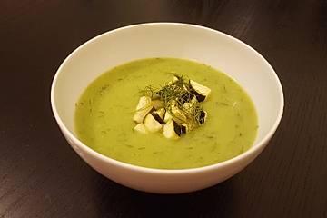 Erbsensuppe mit Dill und Zucchini-Croûtons