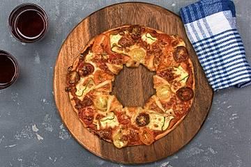 Blätterteig-Kreis mit buntem Gemüse