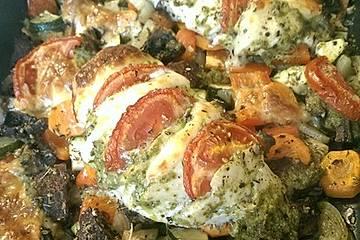 Hähnchenbrust mit Pesto und Ofengemüse