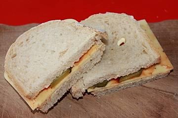 Käse-Sandwich mit Kräuter-Ketchup