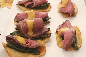 Roastbeef mit Bratkartoffeln, grünen Bohnen und  Sauce Béarnaise