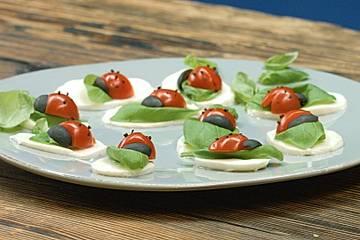 Tomate-Mozzarella-Marienkäfer