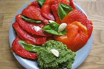 Gegrillte Paprika mit Basilikumpesto