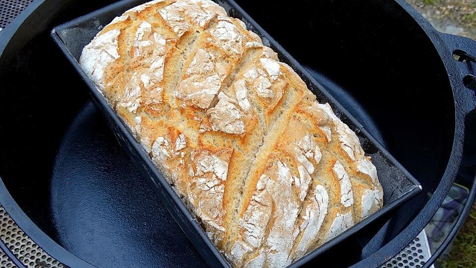 Käse-Zwiebel-Brot aus dem Dutch Oven