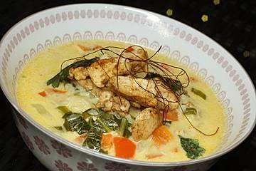 Pakchoi-Kokos-Suppe mit Hähnchenstreifen