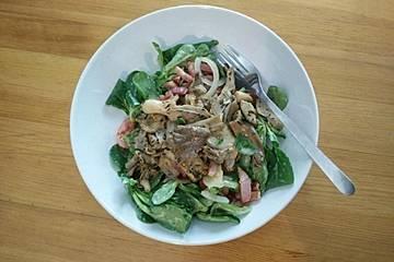 Feldsalat mit Thymian-Austernseitlingen und Honig-Senf-Dressing