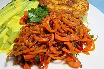 Scharfe Möhren-Nudeln mit Parmesan - Low Carb