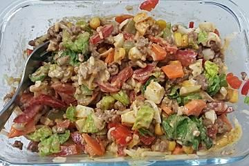 Bunter Salat mit Hack und Käse