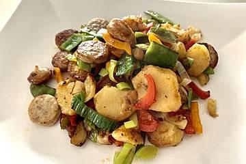 Bratwurst-Kartoffel-Pfanne mit Gemüse