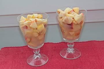 Ingwer-Apfel-Kompott mit Wein