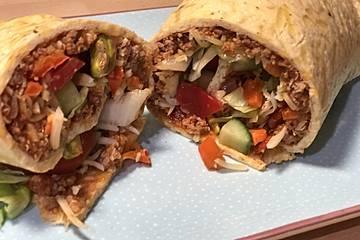 Low Carb Burrito mit einer Quinoa-Rinderhack-Salsiccia-Füllung
