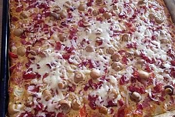 Low Carb Pizza mit Käseboden
