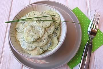 Gurkensalat mit Sauerrahm und Dill