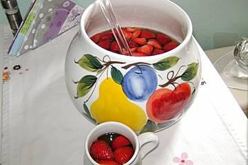 Alkoholfreie Bowle mit Erdbeeren