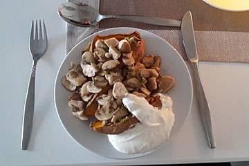 Gefüllte Süßkartoffeln mit Hähnchen und Pilzen