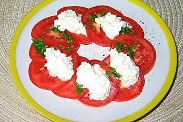 Tomatensalat mit Hüttenkäsenocken