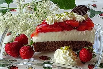 Holunderblütenmousse-Torte mit Erdbeeren
