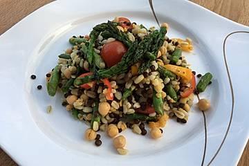Linsen-Ebly-Salat mit grünem Spargel