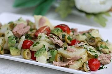 Kartoffelsalat mit Avocado und Thunfisch