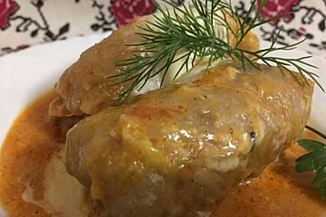 Ukrainische Kohlrouladen mit Hackfleisch und Reis in Tomaten-Sahne Sauce