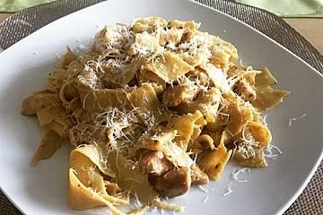 Nudeln mit Parmesan-Hähnchen
