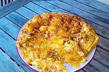 Buntes Gemüse-Omelett mit Kartofffeln, Lauch, Tomaten, Tofu