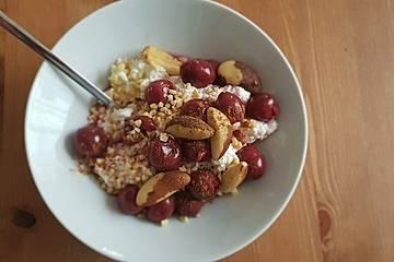 Nussig fruchtiges Hüttenkäse Frühstück