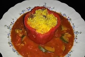 Paprika gefüllt mit Champignon-Risotto in Zucchini-Tomatensauce