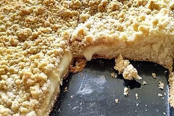 Streuselkuchen mit Hefeteig und Pudding