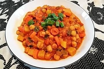 Veganes Curry mit Süßkartoffeln und Kichererbsen