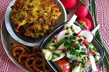 Bayrischer Radieschen-Kohlrabi Salat mit Sauerkraut-Pflanzerl und Apfelschorle
