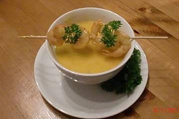 Karotten-Kürbis-Orangensuppe mit Garnelen
