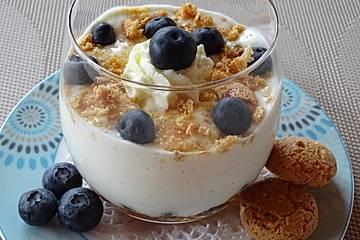 Joghurt-Quark-Dessert mit frischen Heidelbeeren